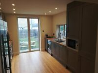 3 min walk to Norwood Junction train station!