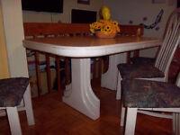 TABLE DE CUISINE+ 2 RALLONGE + 4 CHAISE COULEUR BOIS IVOIRE , DE
