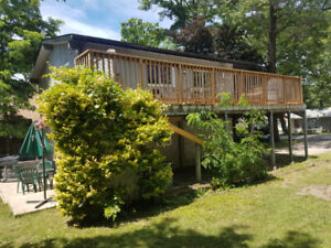 Grand Bend 4 Season Cottage  with Hot Tub