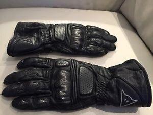 2 paires de gants de marque DAINESE