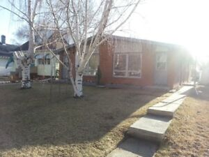 Duplex in Shaunavon with Garage – Only $850!