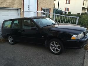 1999 Volvo V70 station wagon