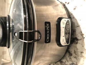 Crockpot with istir feature -barely used