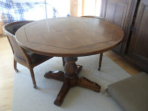 Vintage - round table and 4 chairs Gatineau Ottawa / Gatineau Area image 2