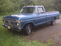 Beau vieux pick-up Ford 1976