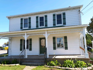 AVAILABLE OCT. 1ST!!!!!  Newly renovated 3 bedroom