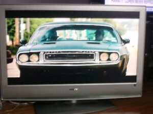 Sony Bravia flatscreen 40 inch works great excellent, shape