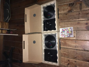 DJ hero set for wii, 2 turntables and game