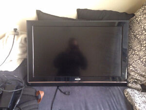 32' sanyo flatscreen with wall mount