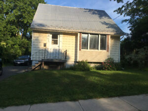 Attention students! 5bdrm, 2bth. Heat/lights/internet included!