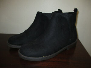 NEW Old Navy Black Booties Size 2 Kitchener / Waterloo Kitchener Area image 1