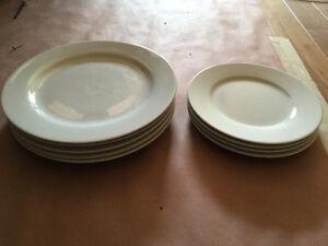 White 5x big plates + 4x small plates