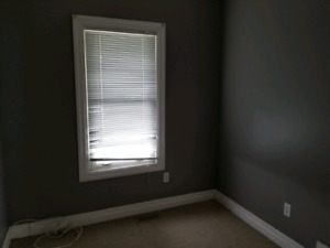 !! SOUTHEND !! 1 BEDROOM MAIN FLOOR APARTMENT,