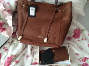 GUESS GENUINE LEATHER CARRYALL PURSE / BAG AND WALLET SET - BNWT