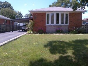 Etobicoke: Bright and Spacious Bungalow for Rent