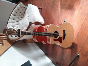 Accoustic Taylor left hand with pick up  hard case included