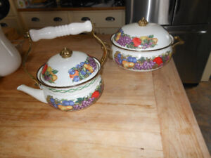 Decorative Casserole Dish and Matching Kettle