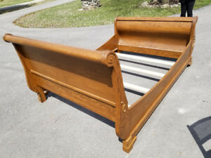 QUEEN SIZE SLEIGH BED PERFECT CONDITION SOLID OAK