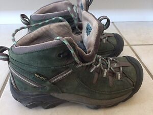 Like New Size 7 Women's KEEN Hiking Boots with KEEN Dry Kitchener / Waterloo Kitchener Area image 2