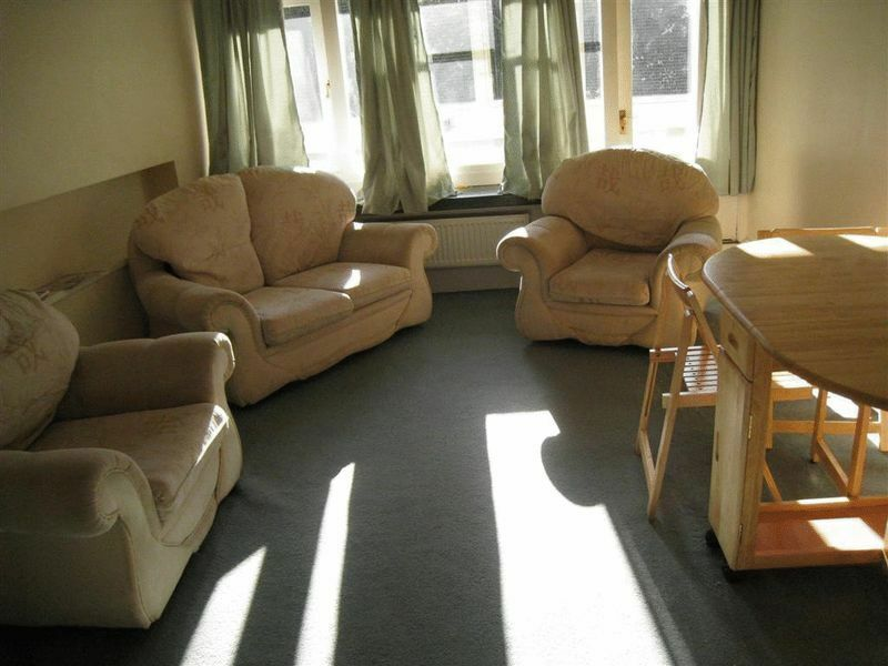 2 bedroom flat in Tunworth Crescent, London, SW1