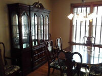 Flawless Deilcraft Mahogany Dining table set with Hutch
