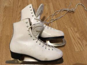Leather Dominion Ladies Figure Skates size 8