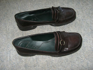 Brown leather slip-on shoes, size 8M London Ontario image 2