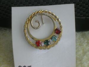 CLASSY GOLDTONE BROOCH with COLOURFUL GEMSTONES