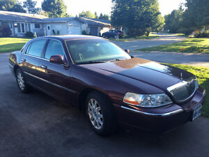 2008 Lincoln Town Car Sedan with Only 75,000 km