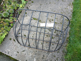 Metal wall planter basket hay rack