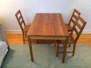 Table et 3 chaises