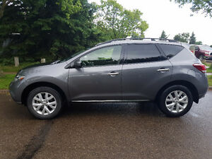 Very low milage 2013 Nissan Murano SL. Lady driven