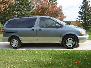 2000 Toyota Sienna XLE V6 Minivan, Van