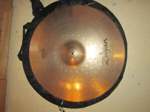 Cymbales (5) et étui de transport