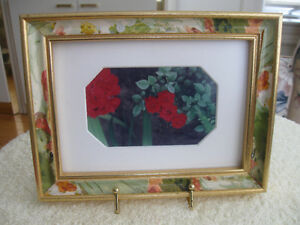 ATTRACTIVE VINTAGE 6.5 in. x 8.5 in.MATTED PICTURE FRAME