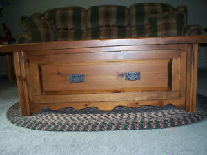 SOLID PINE COFFEE TABLE WITH STORAGE DRAWER (chest style)