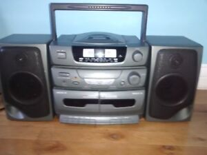 AWESOME AM/FM Stereo w/Detachable Speakers
