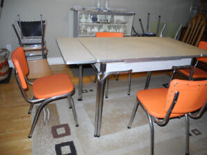 VINTAGE ARBORITE KITCHEN TABLE & 4 MATCHING CHAIRS