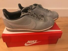 Nike classic leather trainers size 6