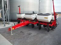 Like New 2013 White 8100 6X30 Corn Planter, ONLY 789 ACRES!!!