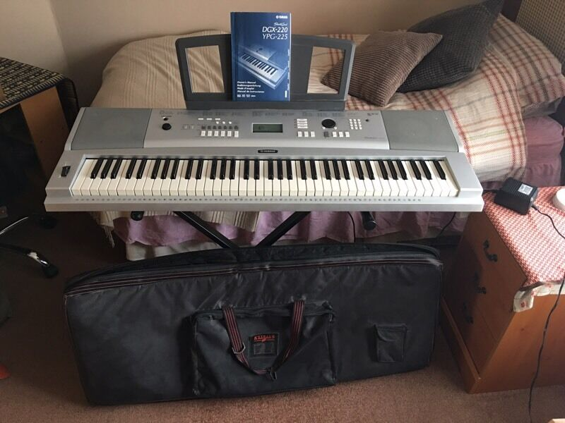Yamaha DGX-220 76 Key Portable Grand Piano | in Guildford