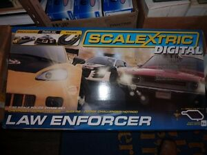 SCALEXTRIC DIGITAL LAW ENFORCER 4 CAR 1/32 ELECTRIC RACING SLOT North Shore Greater Vancouver Area image 1