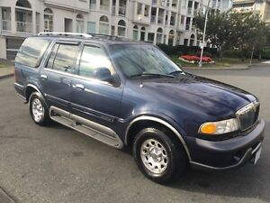 Lincoln Navigator 7 passenger *TRADE?*