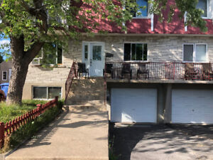 Spacious 4 1 \ 2 in Longueuil for october