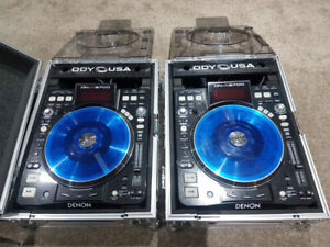 Selling a pair of denon 3700's with decksavers & cases $800 firm