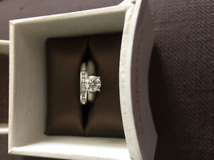 Beautiful 1 carat solitaire and wedding band!!!