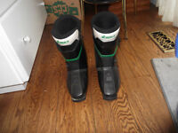 SKI BOOTS MENS SIZE 9 BARRIE $30 or BO