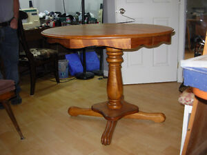 table antique ronde / ovale pied central