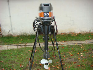 Mariner 30 HP Two Stroke Outboard in Excellent Condition Windsor Region Ontario image 3