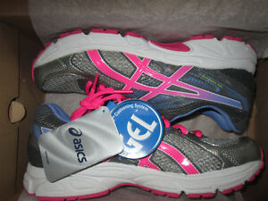 Girls Ascis Gel Contend, new in the box, size 6.5 youth